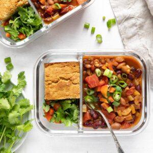 3 bean veggie chili with corn bread and spoon