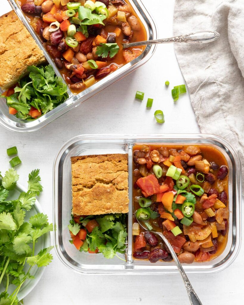 3 bean veggie chili 2 bowls with corn bread
