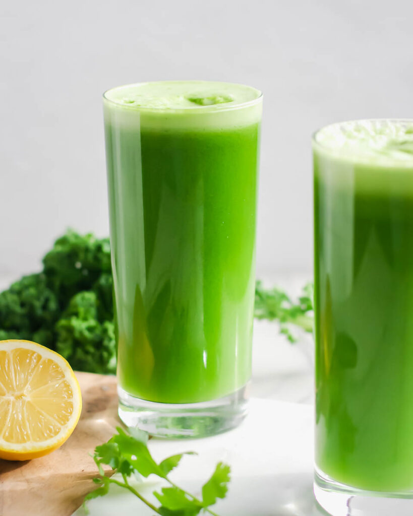 Clean and green juice 2 glasses